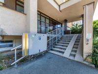 Bezbarierový vstup do domu - Prodej bytu 3+1 v osobním vlastnictví 70 m², Pardubice