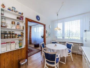 Kuchyně průchozí z obývacím pokojem Z - Prodej bytu 3+1 v osobním vlastnictví 70 m², Pardubice