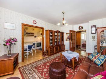 Prostorný obývací pokoj - Prodej bytu 3+1 v osobním vlastnictví 70 m², Pardubice