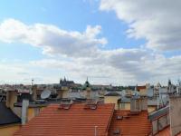 Výhled ze společné terasy. - Prodej bytu 2+1 v osobním vlastnictví 75 m², Praha 1 - Staré Město