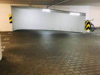 Sjezd do 2.PP - Prodej garážového stání 24 m², Praha 5 - Košíře