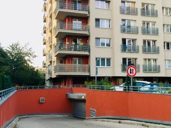 Prodej garážového stání, Praha 5 - Košíře