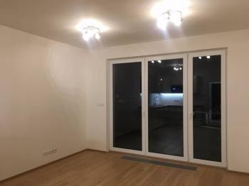 Obývací pokoj - Pronájem bytu 1+kk v osobním vlastnictví 31 m², Praha 5 - Zličín