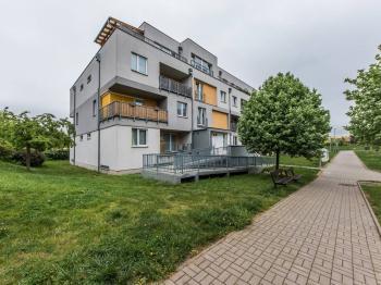 Exteriér - Venušina 1335/30, Praha - Prodej bytu 2+kk v osobním vlastnictví 46 m², Praha 10 - Uhříněves