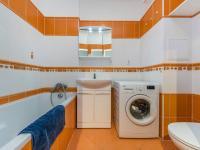Koupelna - 3,96 m2 - Prodej bytu 2+kk v osobním vlastnictví 46 m², Praha 10 - Uhříněves