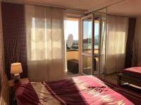 Ložnice, vstup na balkón (Prodej bytu 3+1 v osobním vlastnictví 75 m², Židlochovice)