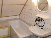 Koupelna s WC podkroví (Prodej domu v osobním vlastnictví 348 m², Silůvky)