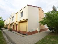 Pohled na jižní a západní stranu domu (Prodej bytu 2+kk v osobním vlastnictví 50 m², Brno)