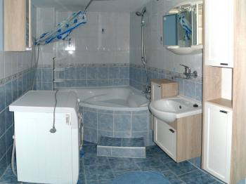 Koupelna - Prodej domu v osobním vlastnictví 180 m², Slavkov