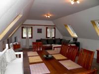 Společenská místnost v domku (Prodej domu v osobním vlastnictví 685 m², Kryštofovo Údolí)