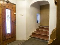 vstup a schodiště do patra (Prodej chaty / chalupy 290 m², Slunečná)