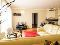 obývací pokoj (Prodej domu v osobním vlastnictví 218 m², Doksy)