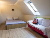 ložnice v přízemí (Prodej domu v osobním vlastnictví 218 m², Doksy)