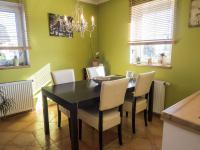 jídelna (Prodej domu v osobním vlastnictví 218 m², Doksy)