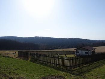 Pohled k jihovýchodu - Prodej pozemku 979 m², Nový Oldřichov