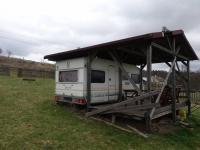Pohled na karavan (Prodej pozemku 979 m², Nový Oldřichov)