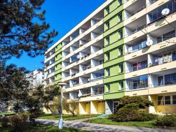 pohled na dům - Prodej bytu 3+1 v osobním vlastnictví 77 m², Česká Lípa
