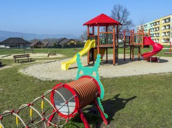 dětské hřiště - Prodej bytu 3+1 v osobním vlastnictví 77 m², Česká Lípa