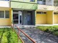 hlavní vchod (Prodej bytu 3+1 v osobním vlastnictví 77 m², Česká Lípa)