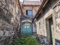 průjezd do zahrady (Prodej domu v osobním vlastnictví 160 m², Kravaře)