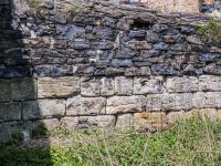 kamenná zeď na hranici pozemku (Prodej domu v osobním vlastnictví 160 m², Kravaře)
