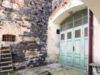 zadní vrata průjezdu (Prodej domu v osobním vlastnictví 160 m², Kravaře)