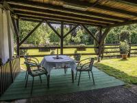 sezení u garáže (Prodej domu v osobním vlastnictví 220 m², Mařenice)
