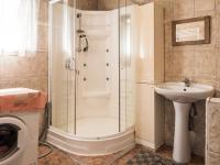 koupelna (Prodej domu v osobním vlastnictví 220 m², Mařenice)