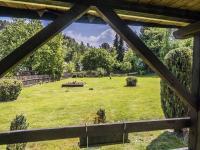 výhled do zahrady (Prodej domu v osobním vlastnictví 220 m², Mařenice)