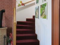 Schodiště do poschodí (Prodej domu v osobním vlastnictví 110 m², Veltrusy)