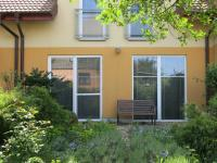 Pohled na dům ze zahrady (Prodej domu v osobním vlastnictví 110 m², Veltrusy)