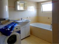 Koupelna v mezipatře - Prodej domu v osobním vlastnictví 240 m², Nový Oldřichov