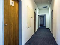 chodba k toaletám a kuchyňce (Pronájem kancelářských prostor 13 m², Česká Lípa)