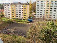 výhled z ložnice (Prodej bytu 2+1 v osobním vlastnictví 56 m², Česká Lípa)