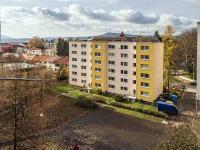 výhled z kuchyně (Prodej bytu 2+1 v osobním vlastnictví 56 m², Česká Lípa)