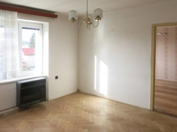 Obývací pokoj - Prodej bytu 2+1 v osobním vlastnictví 65 m², Česká Lípa