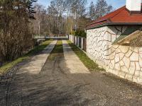 příjezdová cesta - Prodej pozemku 1567 m², Okna