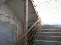 schodiště do II NP - Prodej komerčního objektu 560 m², Stružnice