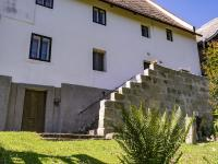 Zadní vchod do domu a schodiště - Prodej chaty / chalupy 200 m², Zahrádky