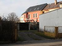 Vjezd do garáže - Prodej bytu 1+1 v osobním vlastnictví 39 m², Česká Lípa