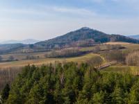 pohled na Skalický vrch za domem - Prodej chaty / chalupy 110 m², Nový Bor