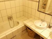 koupelna (Prodej bytu 4+1 v osobním vlastnictví 100 m², Praha 8 - Karlín)