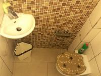 WC (Prodej bytu 4+1 v osobním vlastnictví 100 m², Praha 8 - Karlín)