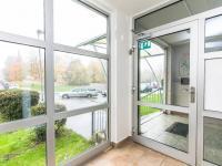 Vchod do domu (Prodej bytu 2+kk v osobním vlastnictví 45 m², Praha 4 - Háje)
