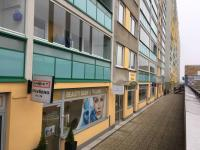 Obchody v přízemí (Prodej bytu 2+kk v osobním vlastnictví 45 m², Praha 4 - Háje)
