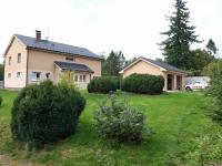 od brány k domu a garáži (Prodej domu v osobním vlastnictví 294 m², Březová-Oleško)