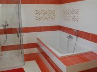 dolní koupelna (Prodej domu v osobním vlastnictví 294 m², Březová-Oleško)
