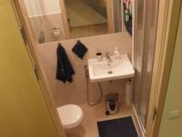 dolní koupelna (Prodej bytu 5+kk v osobním vlastnictví 108 m², Praha 6 - Bubeneč)