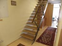 schodiště do patra (Prodej bytu 5+kk v osobním vlastnictví 108 m², Praha 6 - Bubeneč)