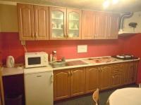 kuchyň u společenské místnosti (Prodej penzionu 318 m², Březová)
